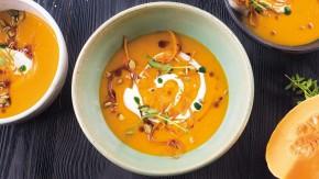 Krémová dýňová polévka s broskví, s přidáním kokosového mléka a curry